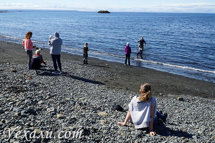 Как ловят рыбу местные жители в Исландии
