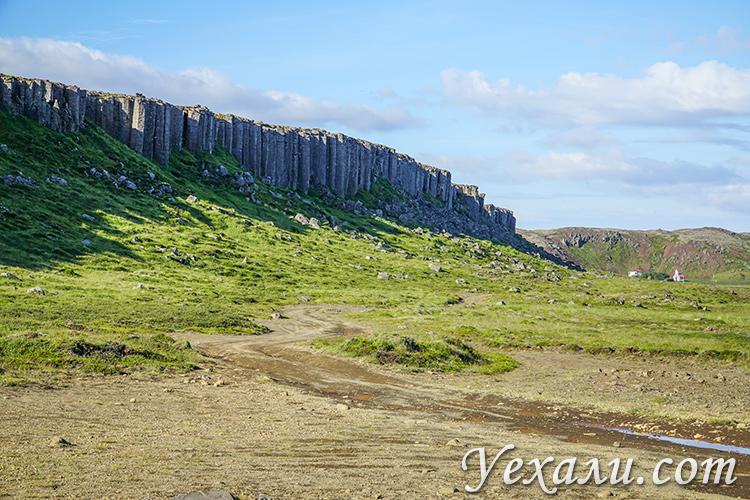 Базальтовые скалы в Исландии Gerðuberg Cliffs.