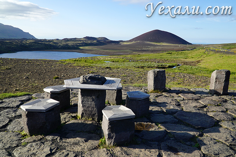 Стоянка для отдыха на лавовых полях на западе Исландии