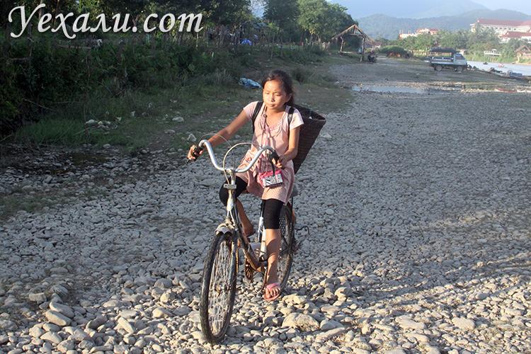 Что интересного в поселке Ванг Вьенг в Лаосе