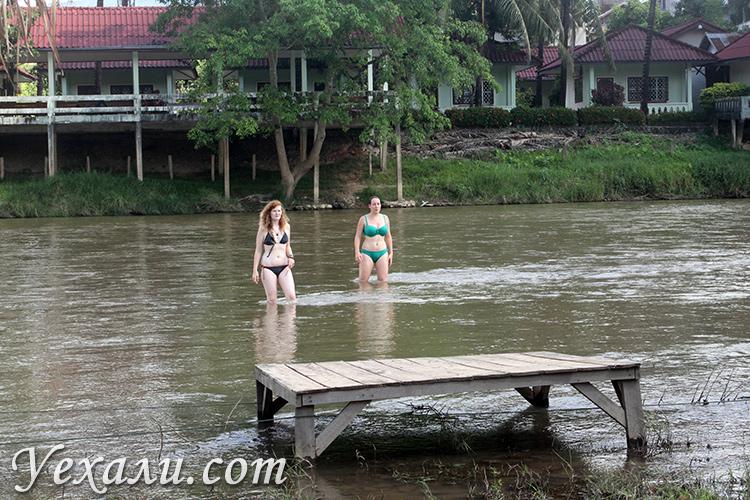 Европейские туристы в Ванг Вьенге, фото