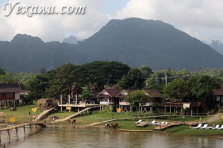 Вид из окна в отеле в Ванг Вьенга