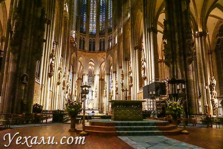 Фото Кёльнского собора внутри