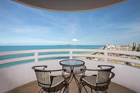 Отели на Джомтьене, Паттайя, Тайланд. D Varee Jomtien Beach.