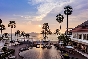 Лучшие отели северной Паттайи с собственным пляжем. Pullman Pattaya Hotel G.