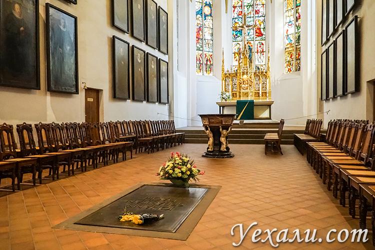 Достопримечательности Лейпцига. Церковь святого Фомы и могила Баха.
