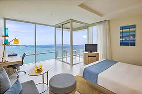 Отели в центре Паттайи, фото и отзывы. Holiday Inn Pattaya.