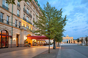 Лучшие отели в центре Берлина (Германия), цены и отзывы. Hotel Adlon Kempinski.