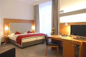 Отели в центре Берлина (Германия), цены и отзывы. Hotel Alexander Plaza.