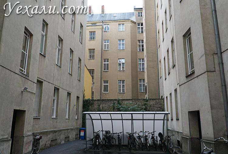 Фото двора в жилом доме Берлина