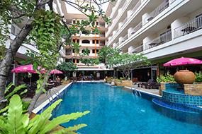 Отели в центре Паттайи с бассейнами. Sabai Wing.