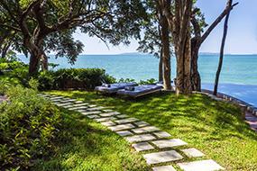 Лучшие отели района Пратамнак, Паттайя. The Monttra Pattaya.
