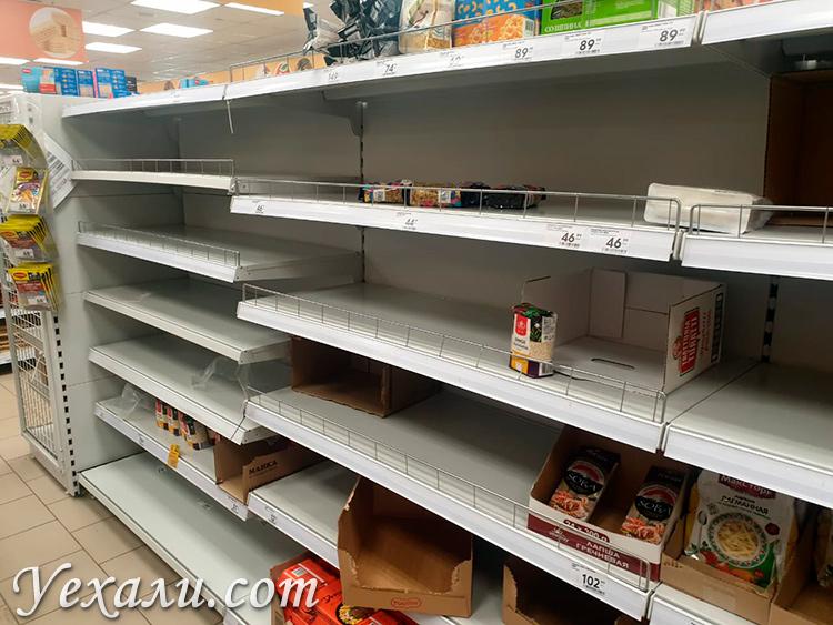 Россияне в панике скупают все продукты в магазинах, фото пустых полок во время эпидемии коронавируса