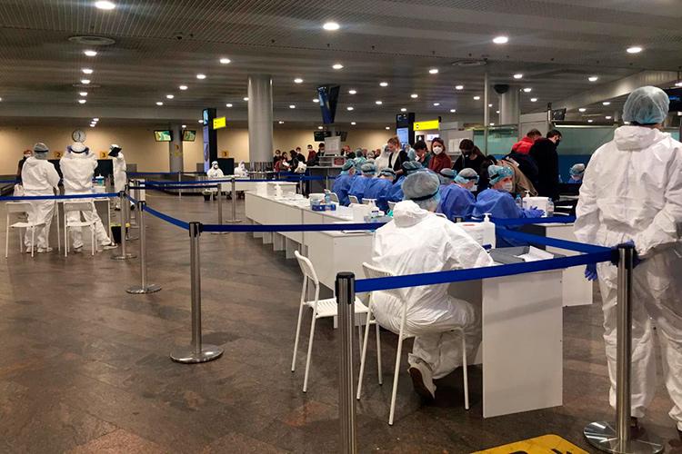 Меры против коронавируса в Москве, фото аэропорта Шереметьева и сотрудников в спецзащите