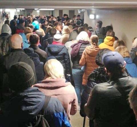 Очередь в московское метро.