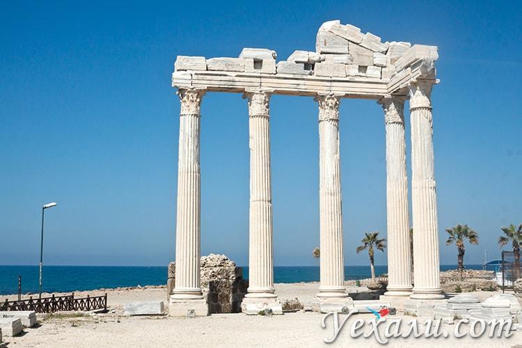 Храм Аполлона в Сиде, Турция.