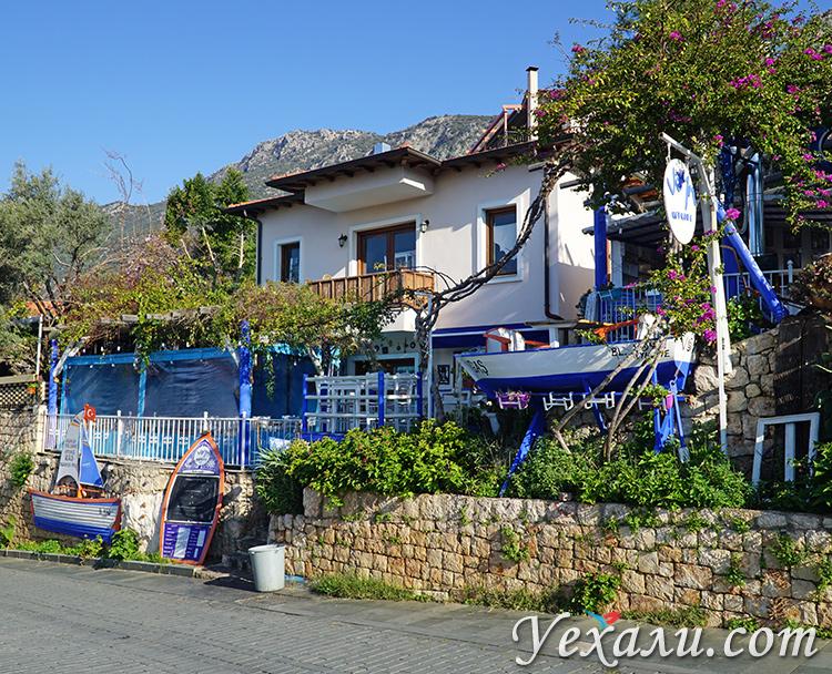 Фото красивого домика в турецком городе Каш.