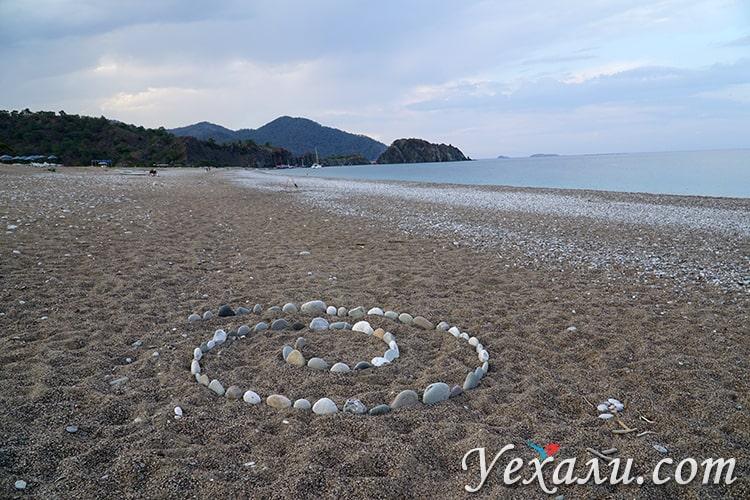Панорамная фотография пляжа Чиралы, Турция.