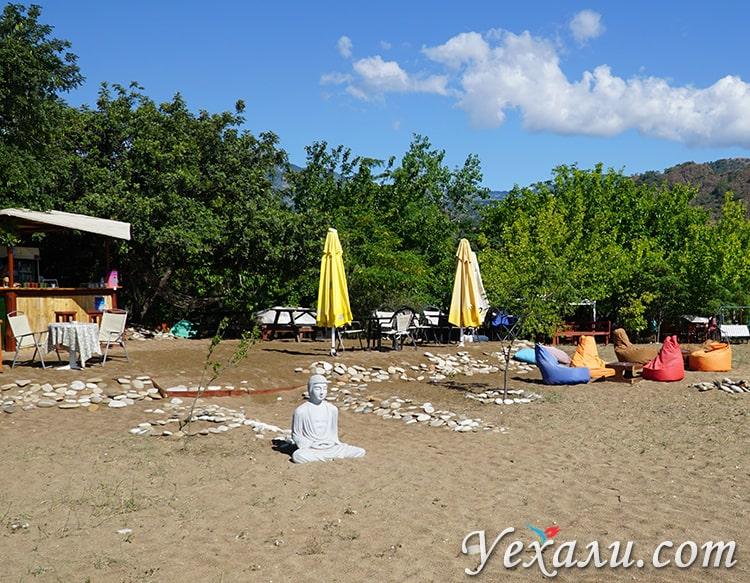 Пляж Чиралы, Турция. Статуя Будды.