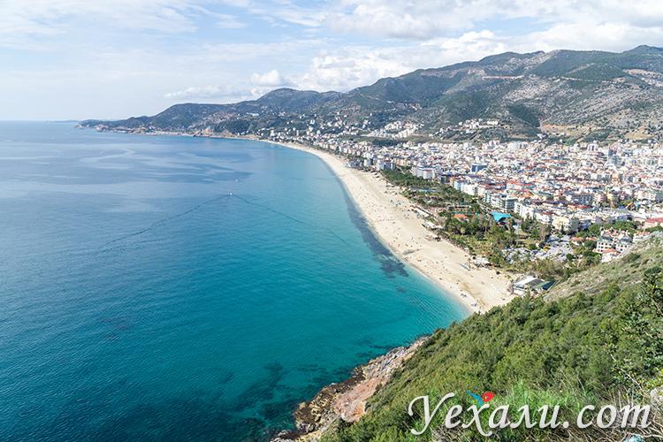 Панорамное фото пляжа Клеопатры в Алании (Турция).