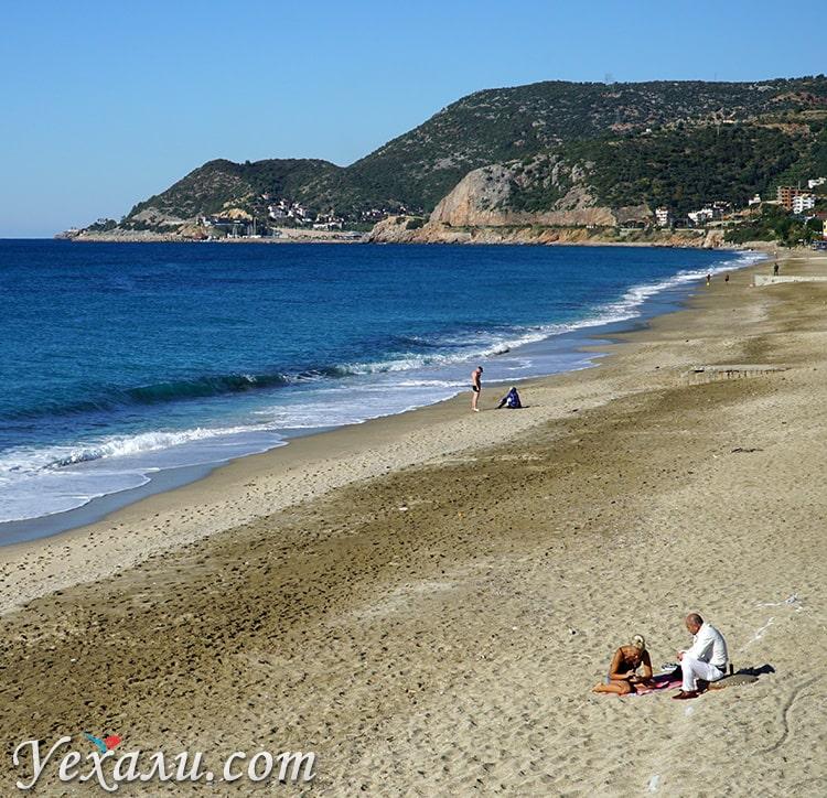 Турция, Алания, пляж Клеопатры в декабре.