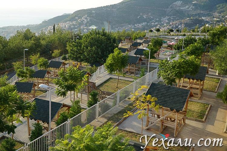 """Парк около смотровой площадки """"Я люблю Аланию"""", Аланья, Турция."""