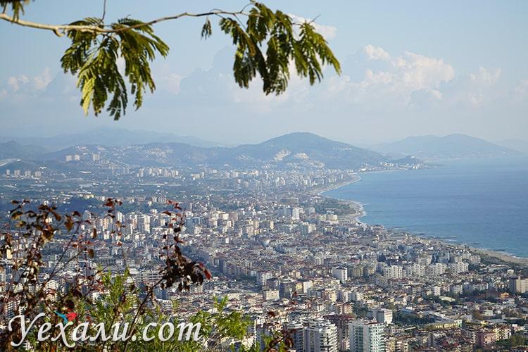 На фото: панорамный вид на Махмутлар.