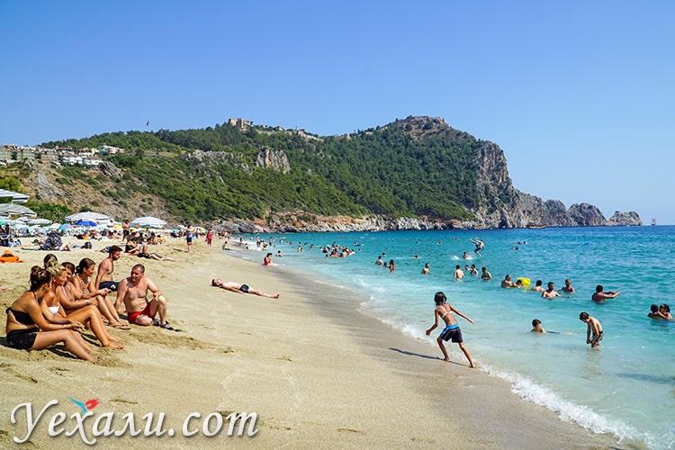 Пляж Клеопатры в Алании, Турция, фото сделано в мае.