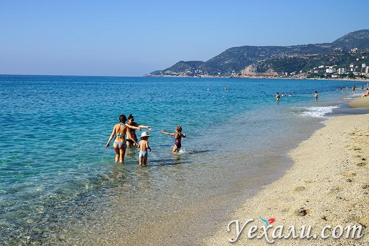 Пляж Клеопатры в Алании, Турция, фото сделано в ноябре.