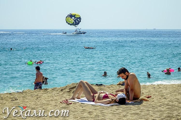 Пляж Клеопатры в Алании, Турция.