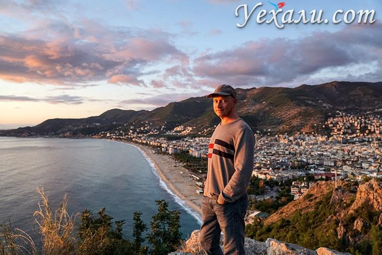 Панорамное фото пляжа Клеопатры, Аланья, Турция.