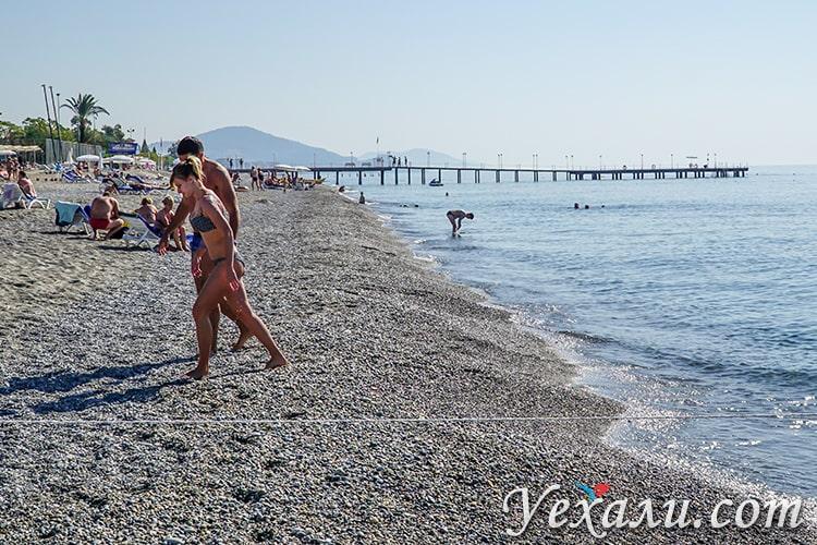 На фото: пляж Оба, Алания, Турция.