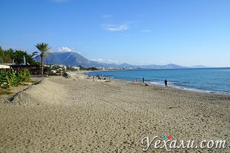 На фото: пляж Оба в турецкой Алании